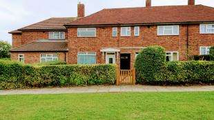 3 Bedrooms Terraced House for sale in Petersham Gardens, Orpington