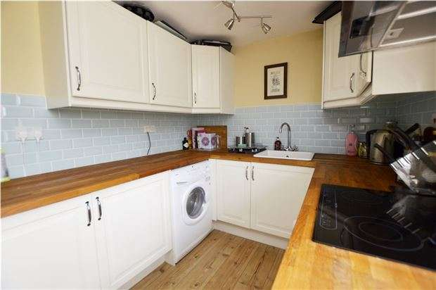 2 Bedrooms Flat for sale in Stone Manor, Bisley Road, Stroud, Gloucestershire, GL5 1JD