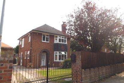 3 Bedrooms Detached House for sale in Talke Road, Alsager, Stoke-On-Trent, Cheshire