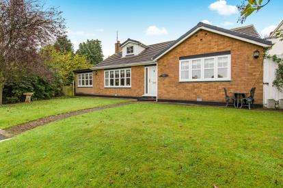 4 Bedrooms Bungalow for sale in The Green, Thornaby, Stockton-on-Tees, Durham