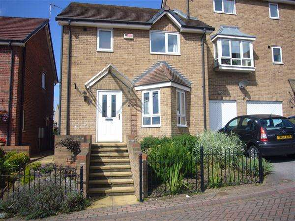 3 Bedrooms Town House for sale in Garden House Drive, Kiveton Park, Sheffield