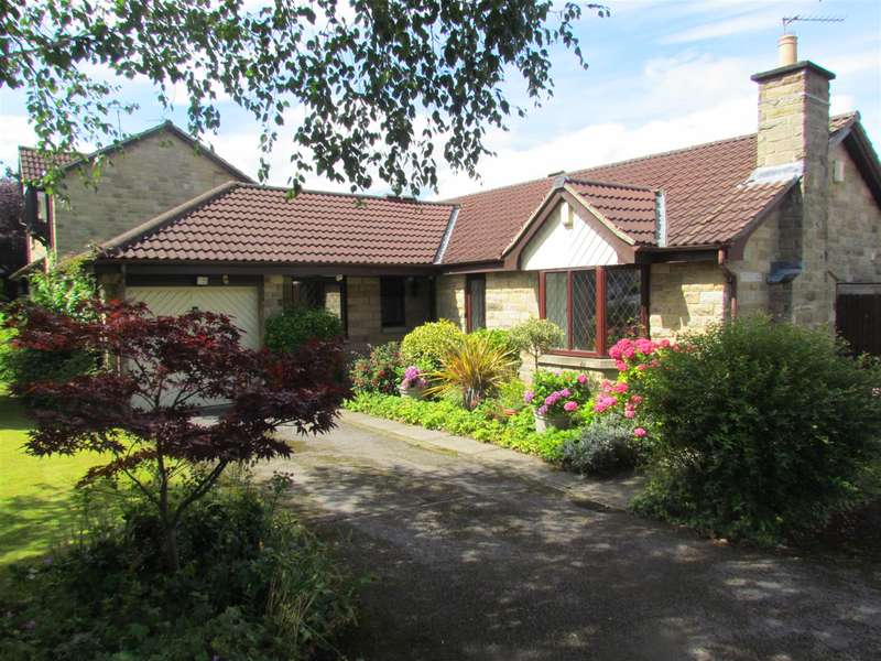 3 Bedrooms Detached Bungalow for sale in Bishopdale Drive, Collingham, Wetherby, LS22 5LP