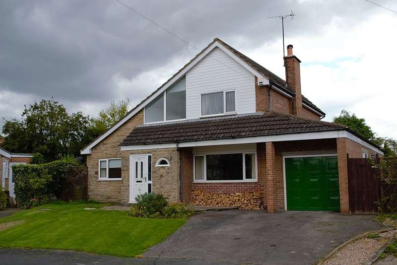 4 Bedrooms Detached House for sale in Crestholme close, Knaresborough, North Yorkshire, HG5 0SR