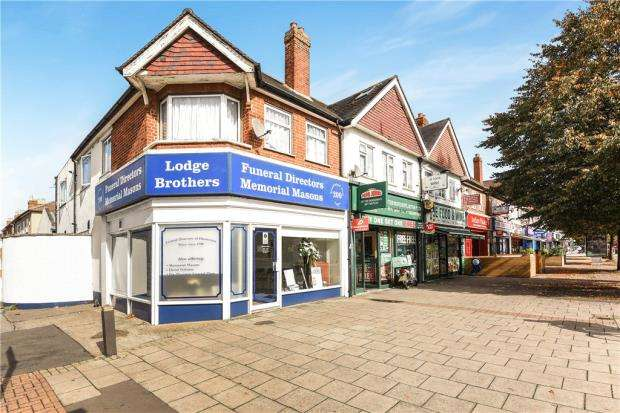 2 Bedrooms Apartment Flat for sale in Staines Road, Feltham