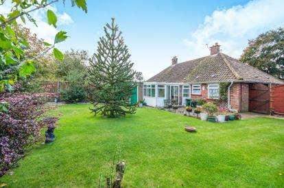 2 Bedrooms Bungalow for sale in Attleborough, Norwich, Norfolk