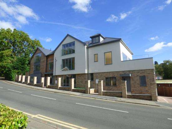 2 Bedrooms Flat for sale in Haslemere, Surrey
