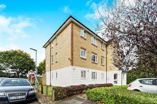 2 Bedrooms Flat for sale in Chipstead Close, Sutton, Surrey, Greater London