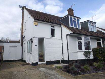 3 Bedrooms Semi Detached House for sale in Chauncy Avenue, Potters Bar, Hertfordshire