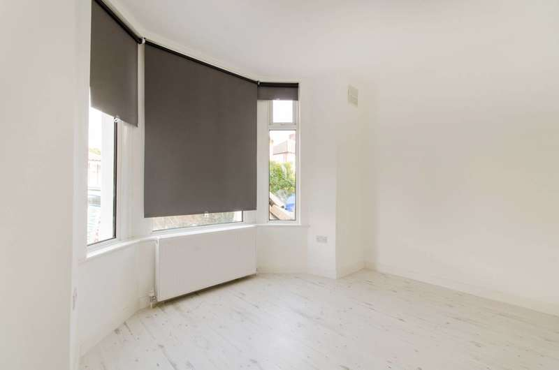 2 Bedrooms Flat for sale in St Georges Road, Enfield, Enfield, EN1