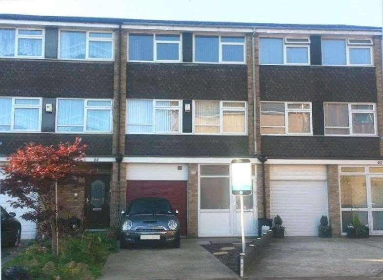 4 Bedrooms Terraced House for sale in Barnstaple Road Thorpe Bay