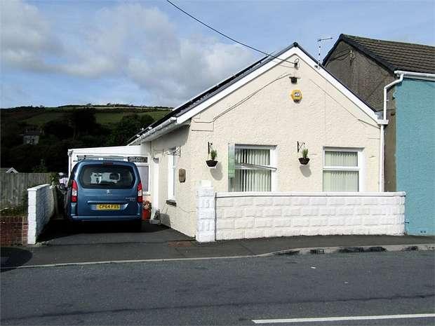 2 Bedrooms Semi Detached Bungalow for sale in Elkington Road, Burry Port, Carmarthenshire