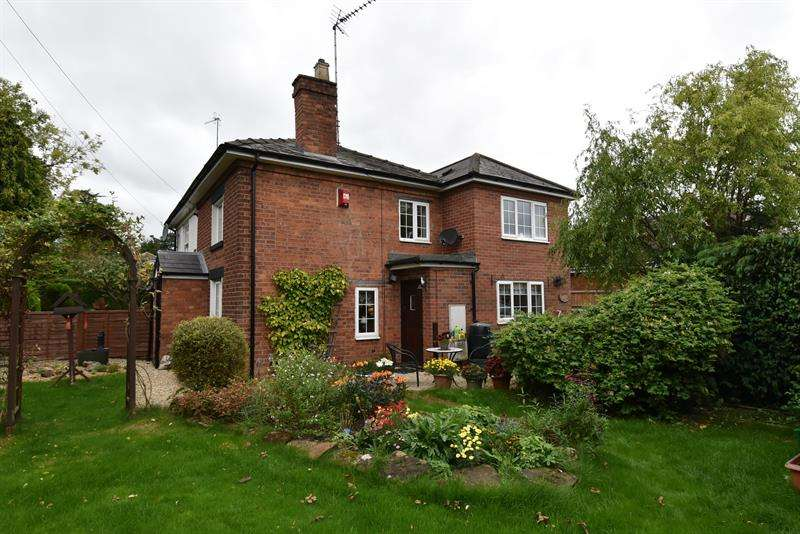 3 Bedrooms Cottage House for sale in Droitwich Road, Fernhill Heath, Worcester