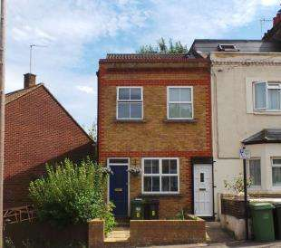 2 Bedrooms End Of Terrace House for sale in Nightingale Grove, London