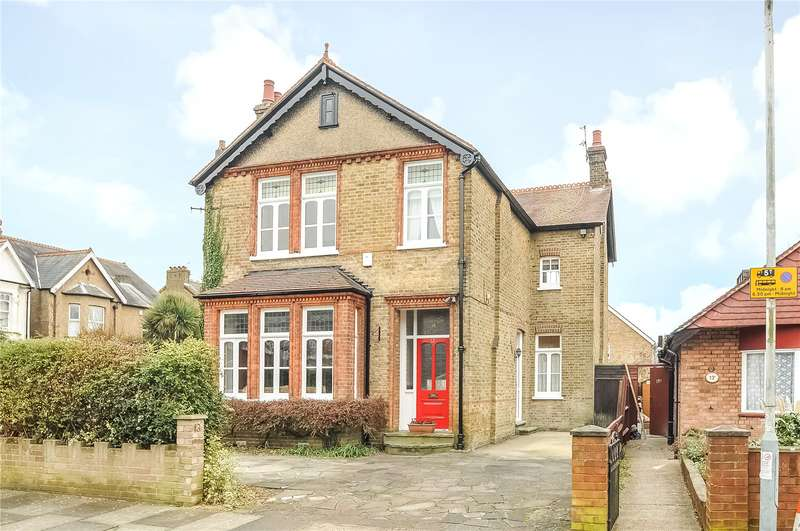 4 Bedrooms Detached House for sale in Queens Road, Uxbridge, Middlesex, UB8