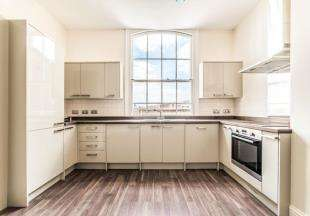 2 Bedrooms Flat for sale in Elesmere House, 16-18 High Street, Canterbury, Kent