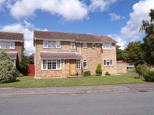 4 Bedrooms Detached House for sale in Hormare Crescent, Storrington, Pulborough, West Sussex