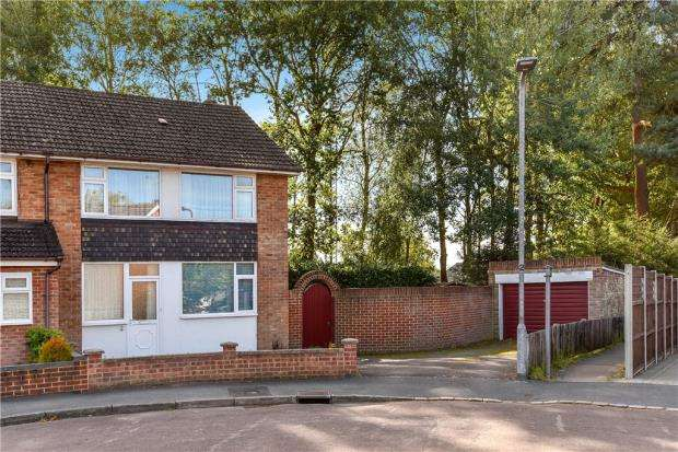 3 Bedrooms Semi Detached House for sale in Fairmead Close, College Town, Sandhurst