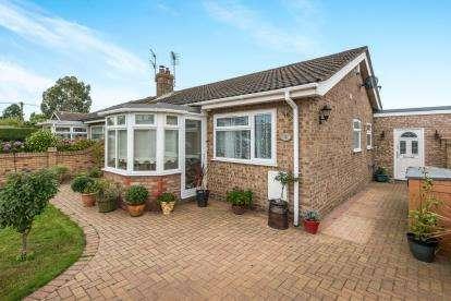 3 Bedrooms Bungalow for sale in Little Plumstead, Norwich, Norfolk