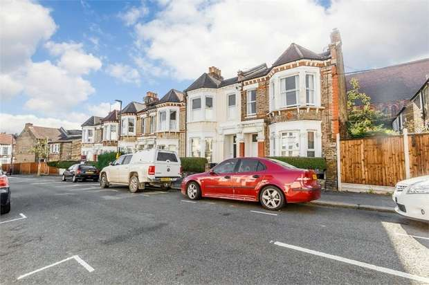 2 Bedrooms Flat for sale in Wimbart Road, London