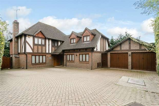 5 Bedrooms Detached House for sale in Watsons Close, Ashford, Kent