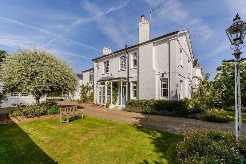 5 Bedrooms Detached House for sale in Claygate