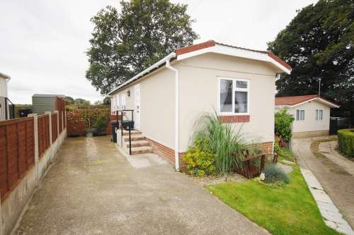 2 Bedrooms Park Home Mobile Home for sale in South Drive, St Leonards