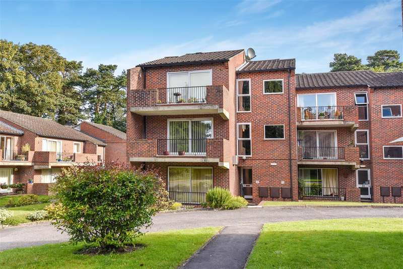 2 Bedrooms Apartment Flat for sale in Nugee Court, Dukes Ride, Crowthorne