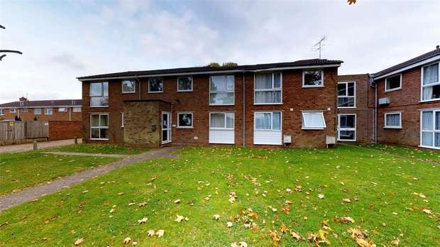 2 Bedrooms Flat for sale in Perry Green, Woodhall Farm, HEMEL HEMPSTEAD, Hertfordshire