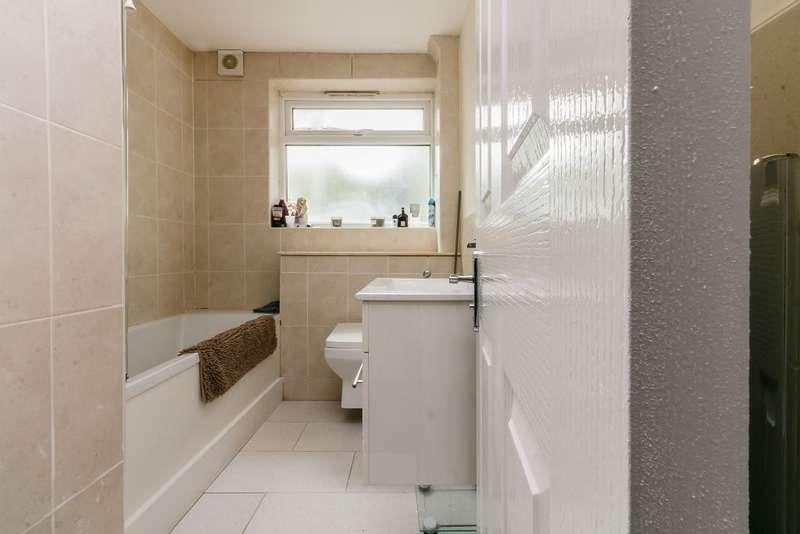 2 Bedrooms Flat for sale in Brae Court, London, Surrey, SE25 LDU