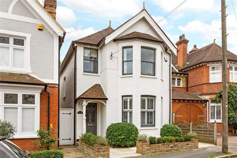 3 Bedrooms Detached House for sale in Hillbrow Road, Esher, Surrey, KT10