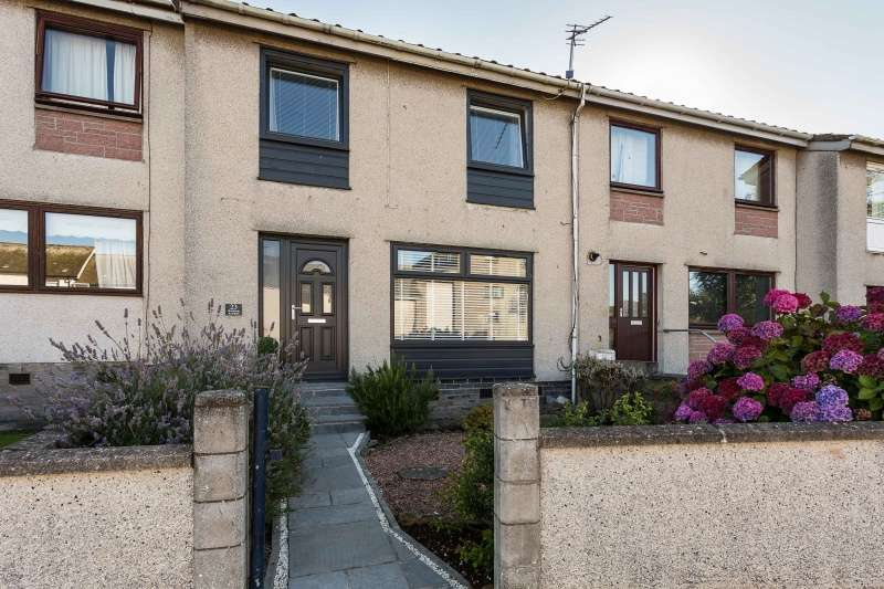 3 Bedrooms Villa House for sale in Newton Avenue, Arbroath, Angus, DD11 3JU