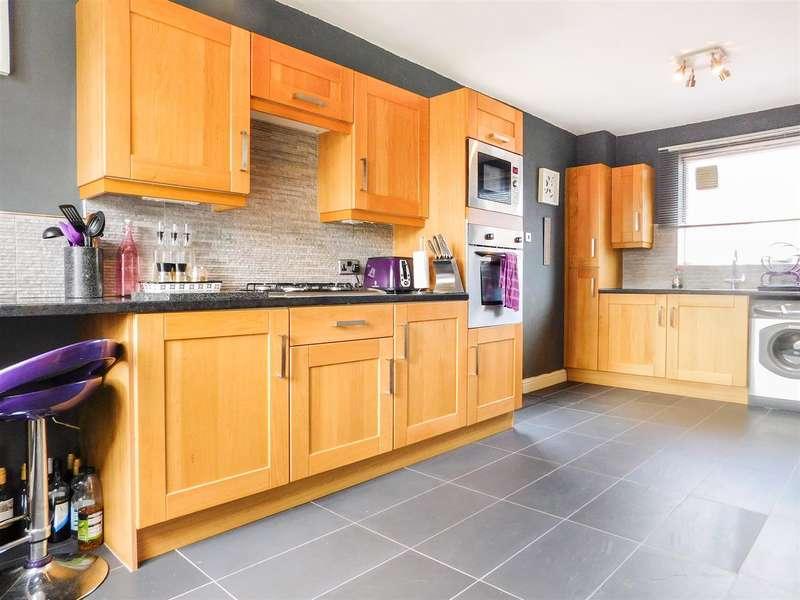 3 Bedrooms Semi Detached House for sale in Windsor Road, Birstall, Batley
