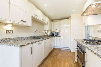 4 Bedrooms Detached House for sale in Warinford Close, Warwick
