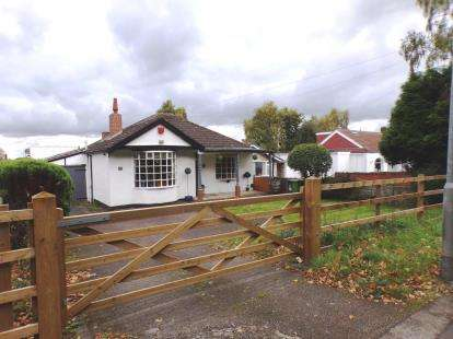 2 Bedrooms Bungalow for sale in Foley Road West, Streetly, Sutton Coldfield