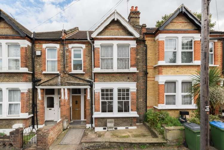 2 Bedrooms Maisonette Flat for sale in Sherington Road Charlton SE7