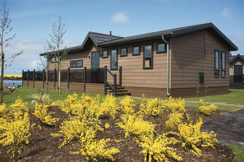 2 Bedrooms Detached House for sale in Contemporary, Badger Lake, Berwick Upon Tweed, Norhtumberland