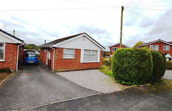 2 Bedrooms Detached Bungalow for sale in Ferndown Drive, Clayton, Newcastle