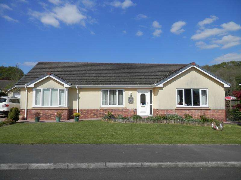 3 Bedrooms Detached House for sale in Maes Yr Haf , Llanwrda, Carmarthenshire.