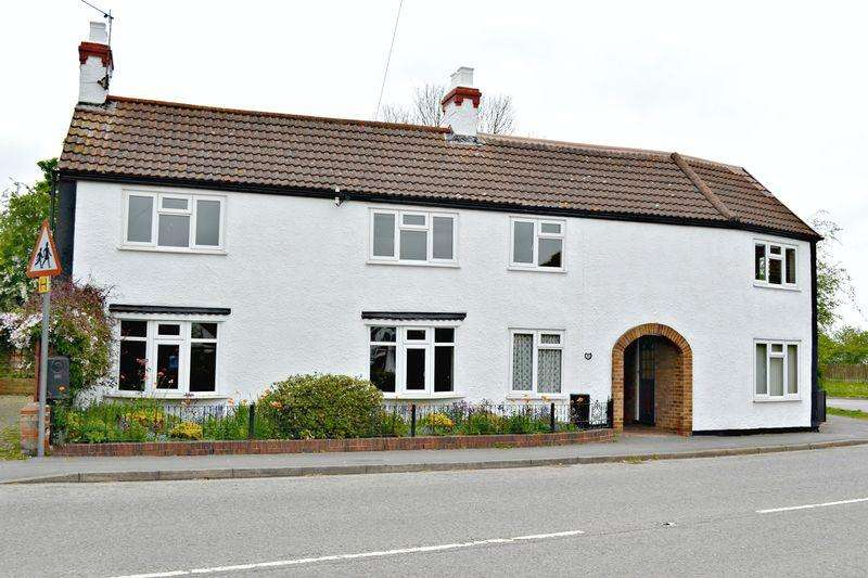 5 Bedrooms Semi Detached House for sale in Market Place, Tetney