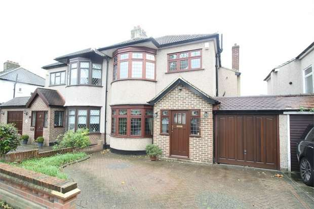 3 Bedrooms Semi Detached House for sale in Beauly Way, Romford, Essex
