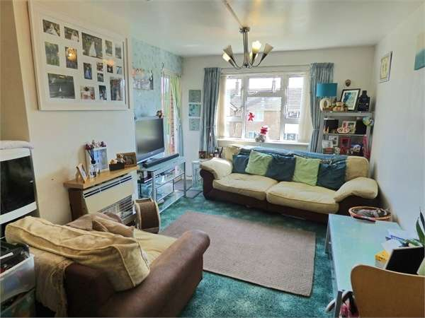 2 Bedrooms Flat for sale in Ffordd Powell, Caego, Wrexham