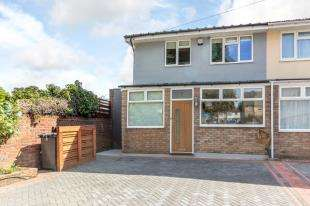 3 Bedrooms End Of Terrace House for sale in Chelsfield Gardens, Sydenham, London, .