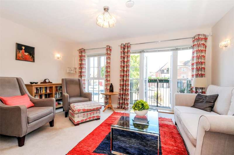 3 Bedrooms House for sale in Keats Way, Chichester, West Sussex, PO19