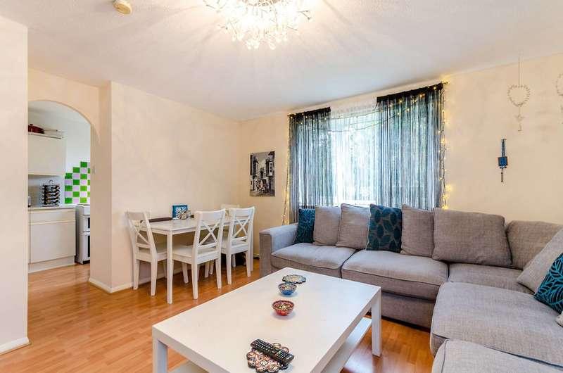 2 Bedrooms Flat for sale in Jasper House, Worcester Park, KT4