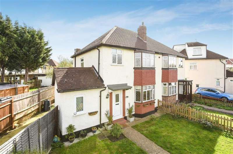 3 Bedrooms Semi Detached House for sale in Gadesden Road, West Ewell, Surrey