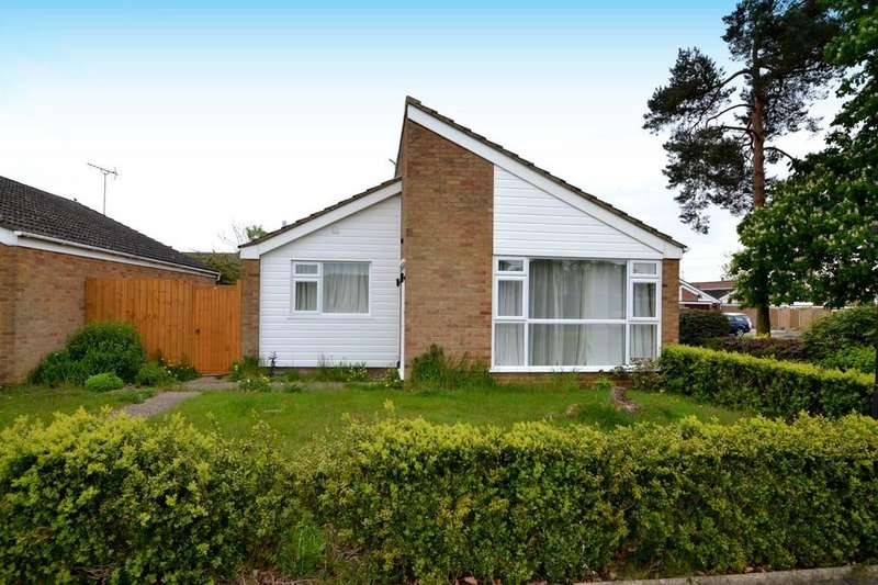 2 Bedrooms Detached Bungalow for sale in Crowland Close, Ipswich, Suffolk, IP2 9BB