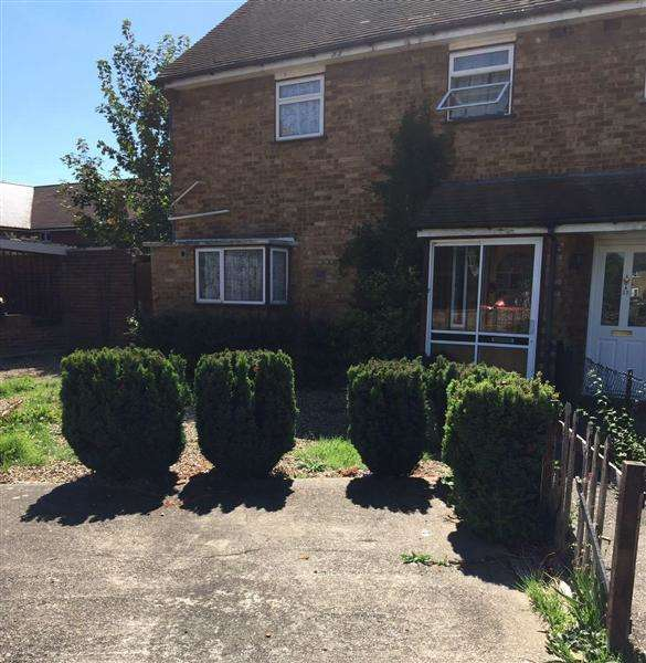3 Bedrooms Semi Detached House for sale in Maygoods Green, Cowley