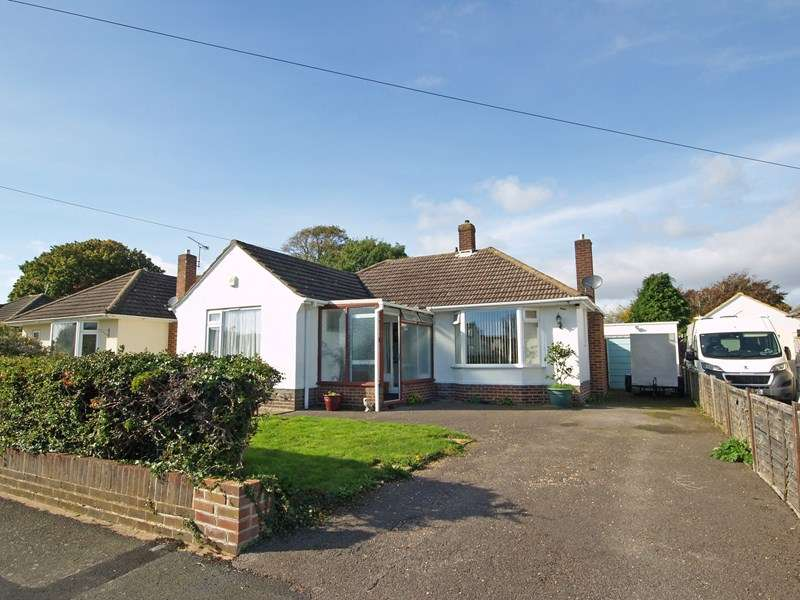 3 Bedrooms Detached Bungalow for sale in Osborne Road, New Milton
