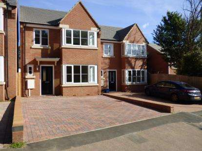 3 Bedrooms Detached House for sale in Ross Road, Northampton, Northamptonshire