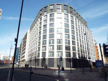 Flat for sale in Piccadilly Place, Manchester, Greater Manchester